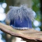 Hjelm med Tofs blau